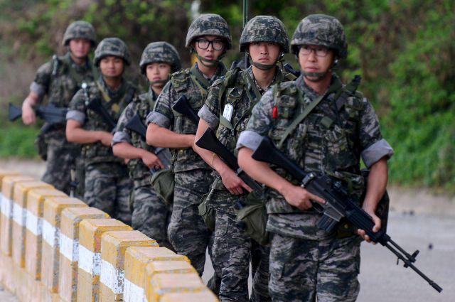 Южнокорейские морские пехотинцы.