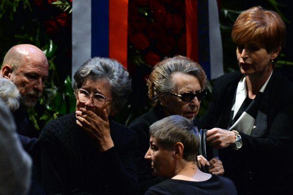 Родные и близкие на церемонии прощания с актером и режиссером Львом Дуровым в Театре на Малой Бронной. На первом плане - дочь актера и режиссера Льва Дурова Екатерина.