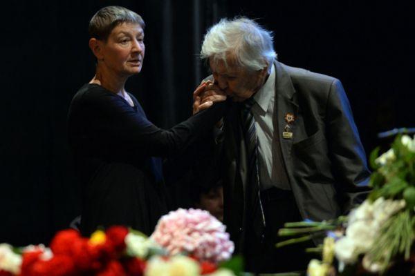 Дочь актера и режиссера Льва Дурова Екатерина на церемонии прощания в Театре на Малой Бронной.