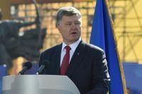 Президент Украины Пётр Порошенко выступает в ходе марша в честь Дня независимости в Киеве.