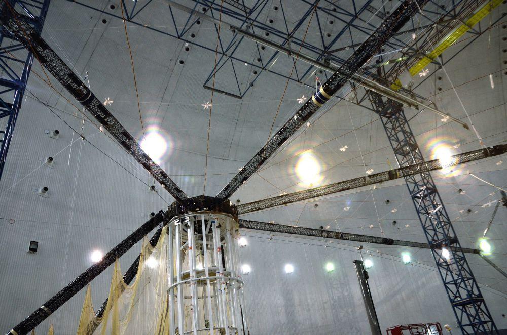 Крупногабаритный рефлектор диаметром 48 метров