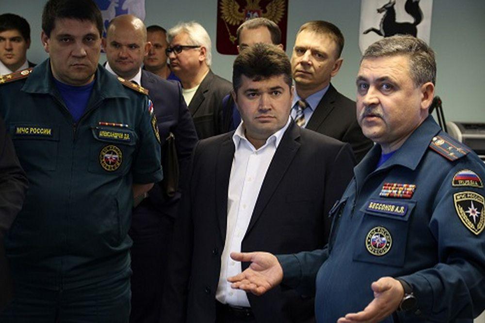 Глава администрации Салехарда Иван Кононенко (в центре) – третий.