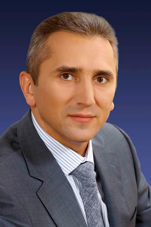 Глава тюменской дминистрации Александр Моор замкнул пятерку.