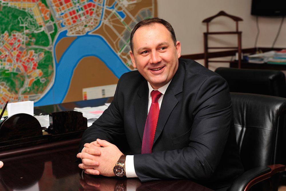 Четвертую строчку рейтинга занял глава администрации Ханты-Мансийска Максим Ряшин.