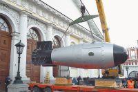 «Царь-бомба» повисла в воздухе у Кремля, освещённого рассветом. Фото: