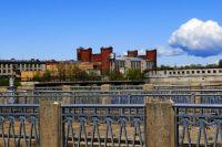 Государственная граница России и Эстонии проходит посредине старого русла реки Нарва.