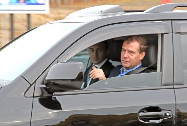 В сентябре 210 года после пуска газопровода Дмитрий Медведев отправился в аэропорт за рулём