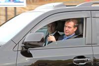 """В сентябре 210 года после пуска газопровода Дмитрий Медведев отправился в аэропорт за рулём """"Ленд Крузера"""""""