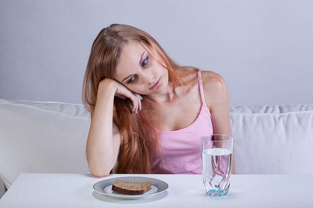 Недоедание (или истощение) может возникать, когда человек не получает необходимых питательных веществ.