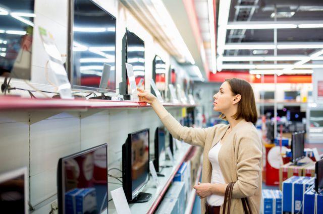 Люди устремились в магазины, в основном за бытовой техникой и электроникой.