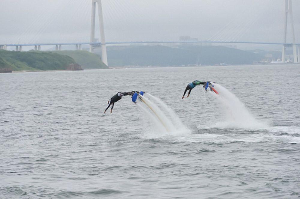 Фантастические флайборды парили над водой.
