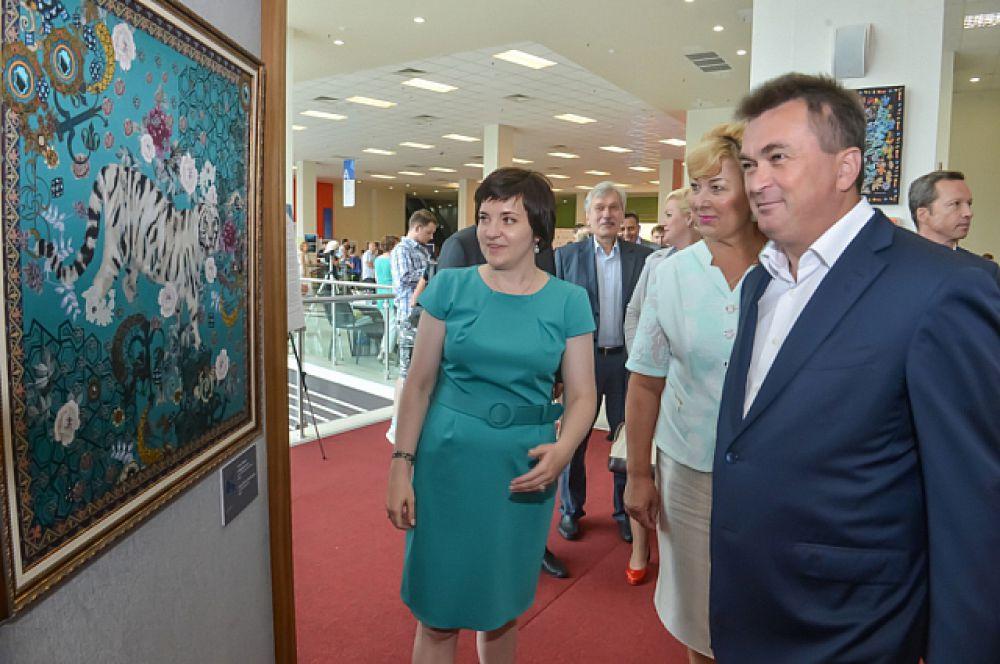 Изюминка культурной программы фестиваля - выставка современного текстильного дизайна.