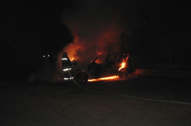В огне пострадал служебный транспорт.