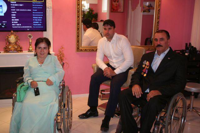 Посетители салона красоты, который Мадина Ахильгова открыла в Назрани.