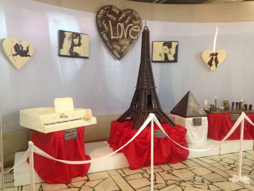 40-килограммовый рояль и 45-килограммовая Эйфелева башня - самые крупные экспонаты.