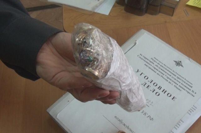 Пропавщие украшения нашли в ломбардах.