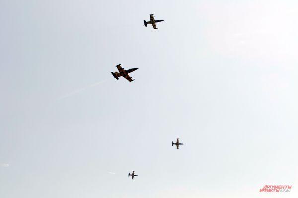Самолеты Аэро Л-39 «Альбатрос» пилотажной группы Baltic Bees.