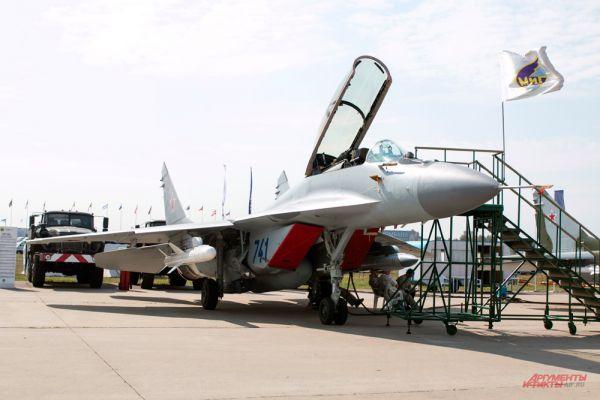 Экспозиция российской самолетостроительной корпорации «Миг».