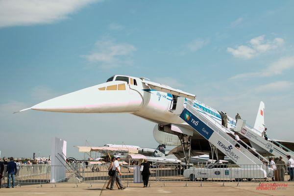 Ту-144.