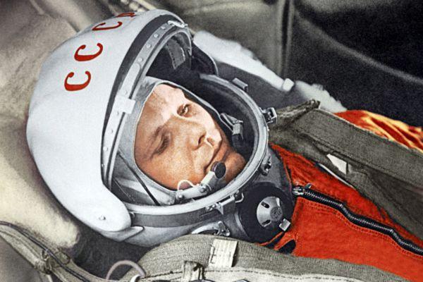 В 1960-х редакция отметила несколько достижений, связанных с космосом. В 1961 году самым значимым был назван полет Юрия Гагарина в космос.