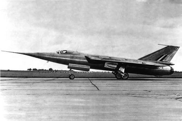 В 1956 году на страницы издания попал рекорд скорости. Самолет Fairey Delta 2 развил скорость в 1000 миль в час.