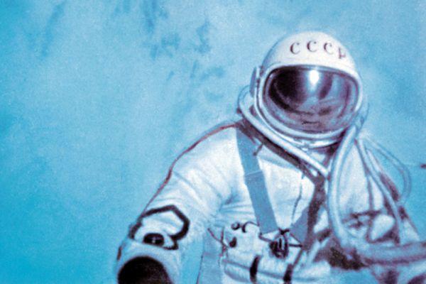 В 1965-м — первый выход в открытый космос, который совершил Алексей Леонов.