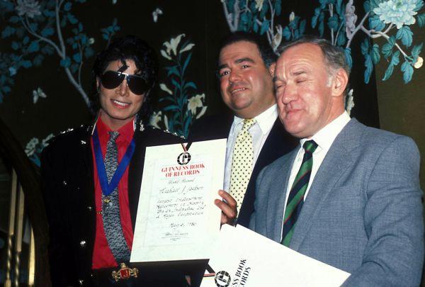 В 1984 году на страницы издания попал самый продаваемый музыкальный альбом в мире — Thriller Майкла Джексона.