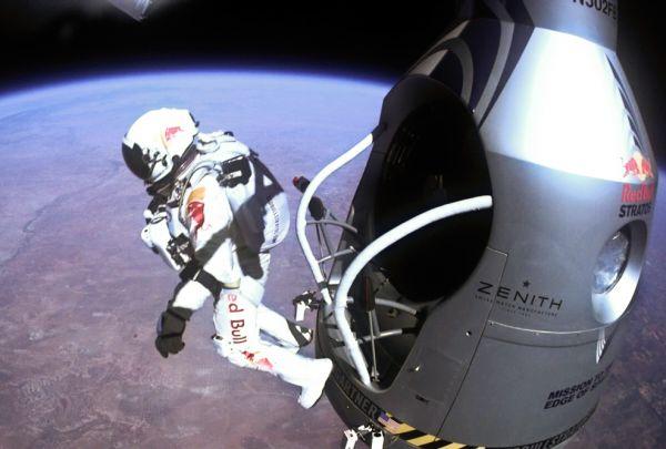 Последнее десятилетие запомнилась авторам издания прыжком Феликса Баумгартнера с парашютом с 39-километровой высоты, которые он совершил в 2012 году.