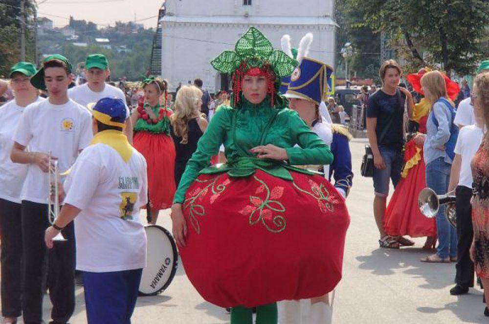 Самарская область. Карнавал «Сызранский помидор»