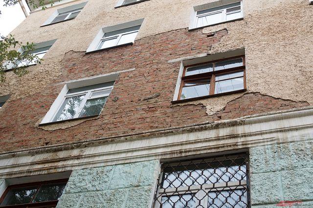 Жилой дом в Кировском районе Новосибирска может рухнуть