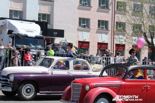 Ретро-автомобили - частые гости на крупных праздниках Хабаровска