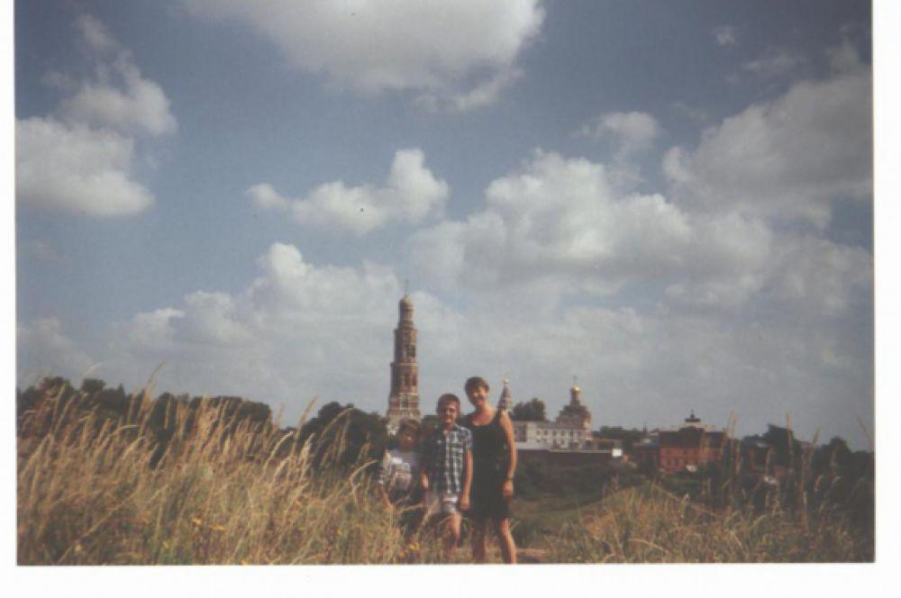 Фото Натальи: у храма.