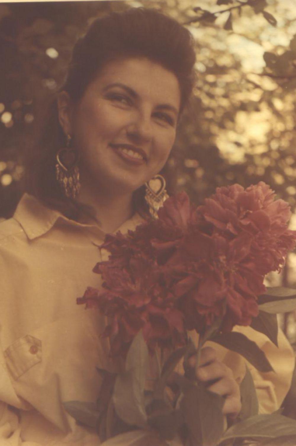 С цветами. Фото Леонида Ильичева.