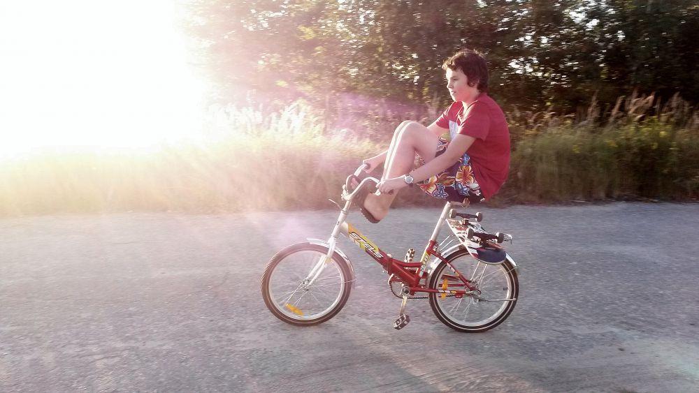Сева на велосипеде. Фото Юлии Востряковой.