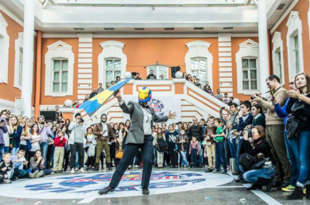 Санкт-Петербург. Национальный этап чемпионата мира по запуску бумажных самолетов