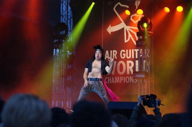 Чемпионат мира по игре на воображаемой гитаре.