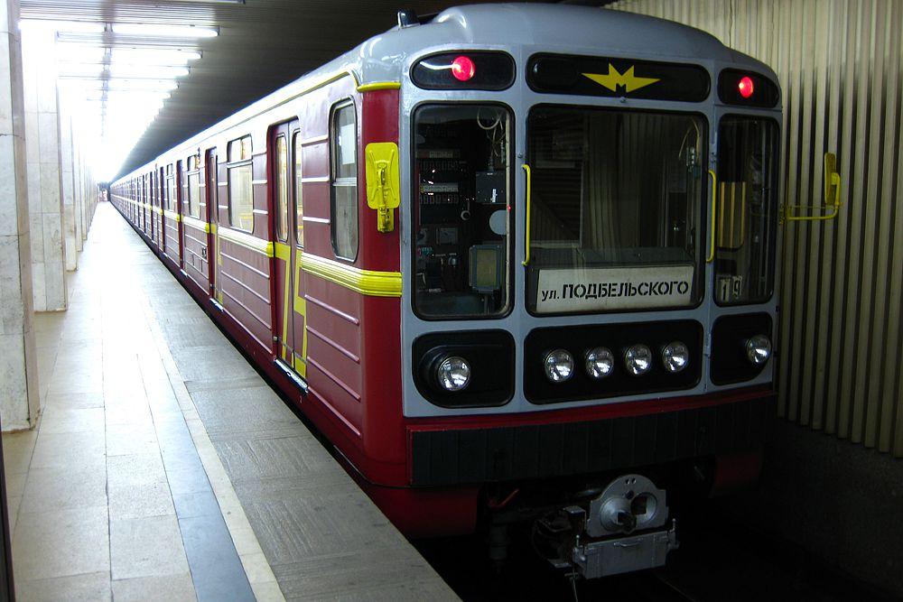 Поезд «Красная стрела — 75 лет» запущен на Сокольнической линии 9 октября 2006 года в честь 75-й годовщины первого фирменного поезда Москва — Ленинград «Красная стрела». Приписан к электродепо «Северное».