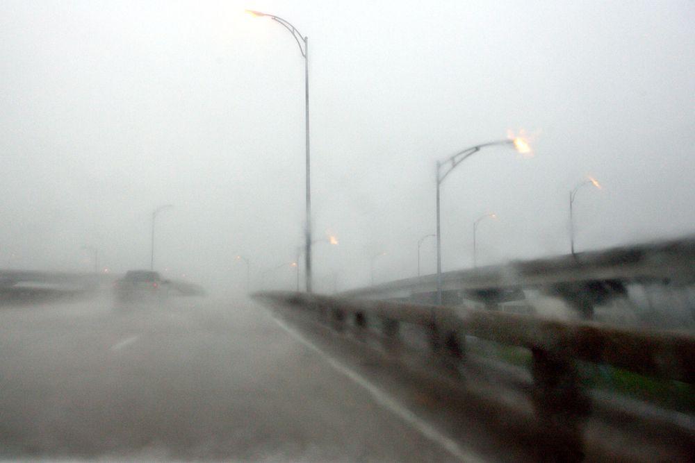 В воскресенье 28 августа 2005 года мэр Нового Орлеана объявил обязательную эвакуацию. Массовая эвакуация людей вызвала большие пробки на автострадах.