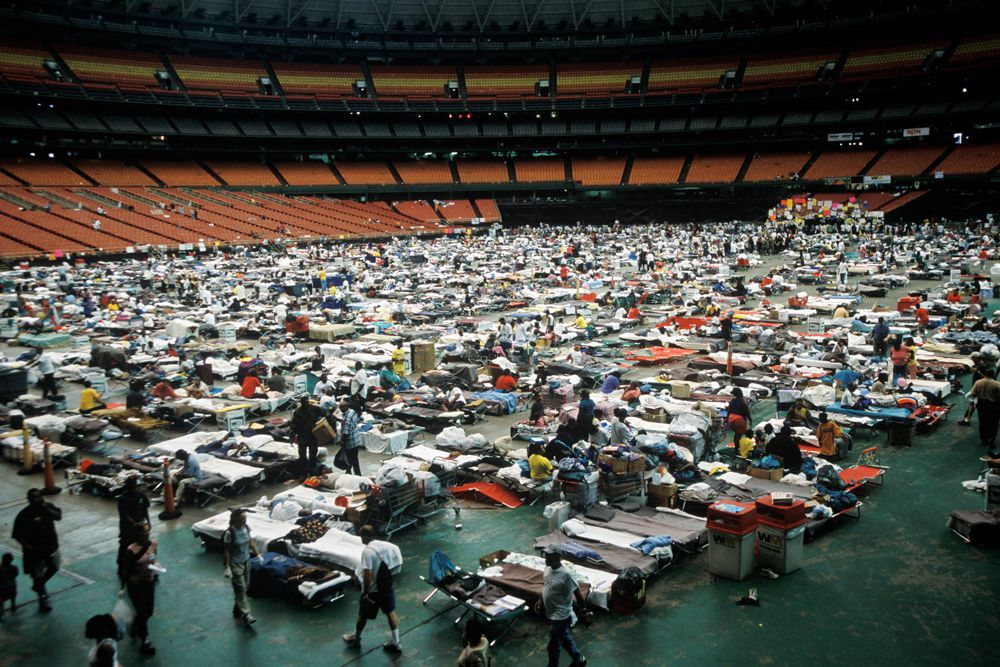 28 августа городские власти предложили оставшимся в городе в качестве пристанища крытый стадион «Супердоум». Убежища в «Супердоуме» искали около 30 тысяч человек.