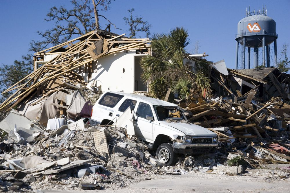 Экономический ущерб от урагана составил 125 млрд долл. (оценка, 2007).
