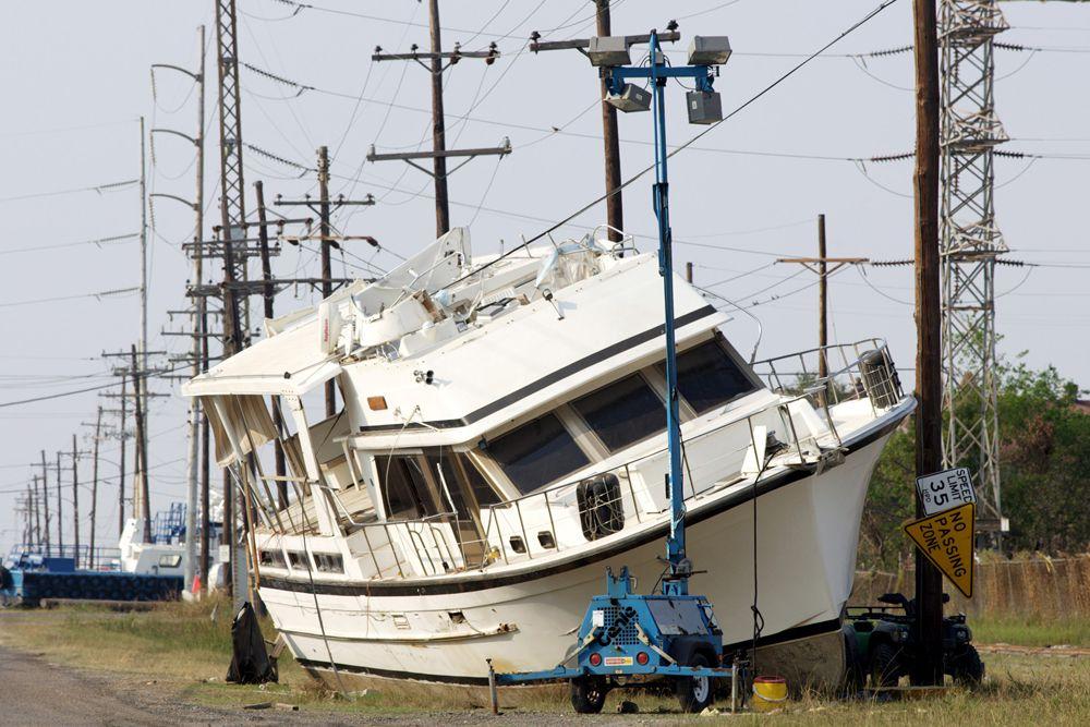 При продвижении урагана к Мексиканскому заливу началась эвакуация персонала с нефтяных платформ. С военных баз в Миссисипи и Флориде были эвакуированы самолёты, два корабля покинули порт.