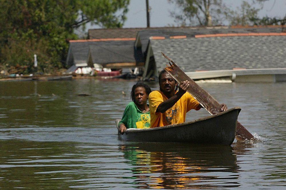 Примерно за 12 часов до встречи с побережьем ураган ослабел до уровня 4-й категории.
