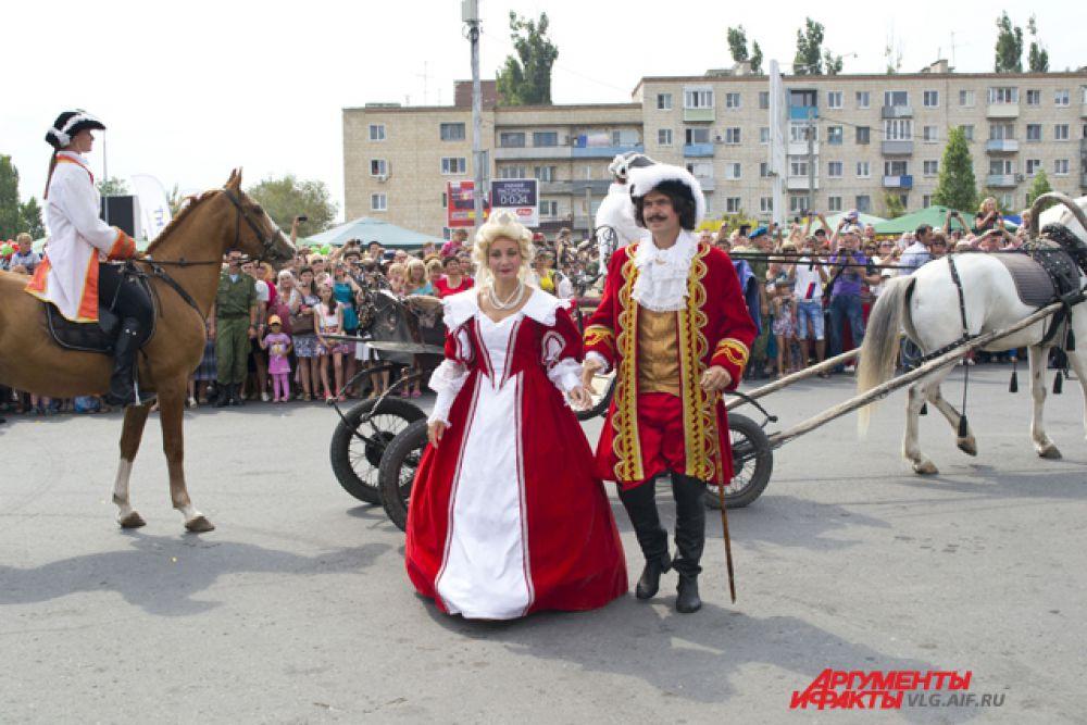 Император Петр Первый прибыл на парад последним.