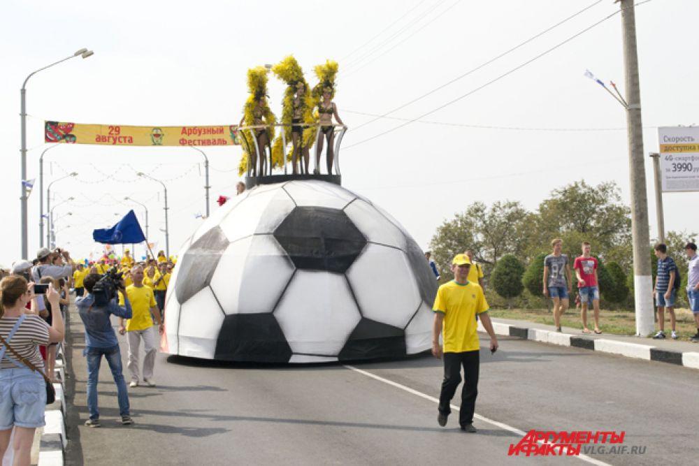 В этом году парад прошел под девизом «Камышинский арбуз на бразильский вкус!».