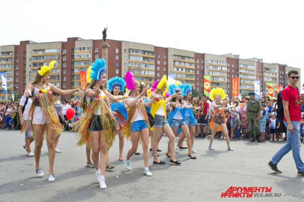 В финале парада каждый участник устраивал небольшое танцевальное представление.