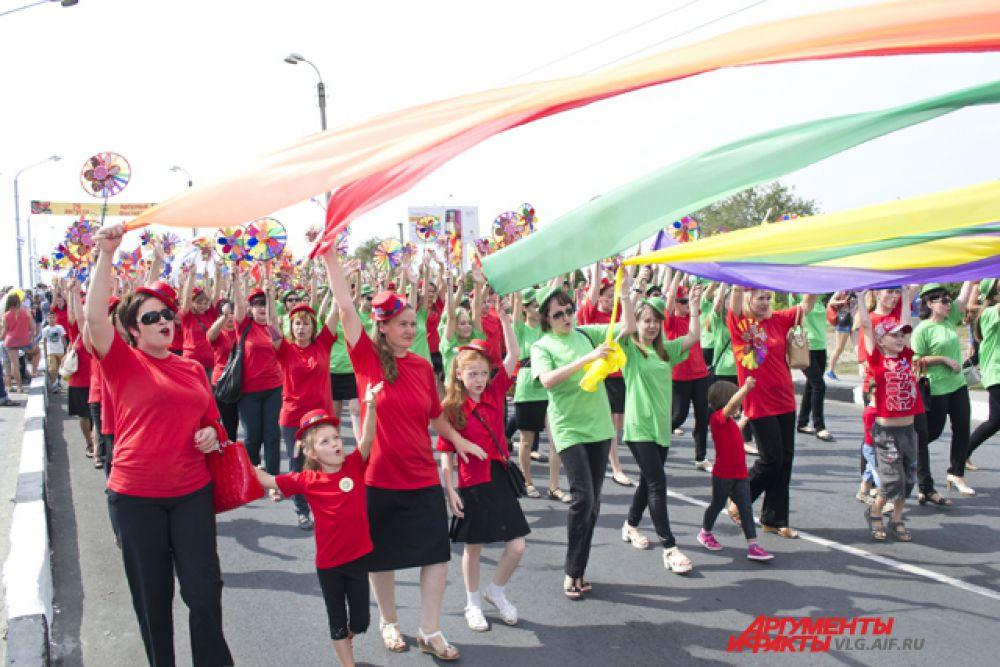 Традиционно фестиваль открывается парадом.