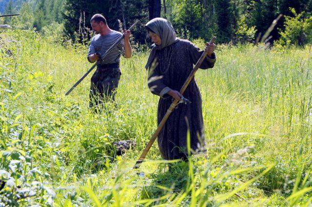 Агафья Лыкова и помощник (архивное фото).