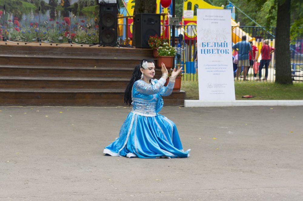 Танцы были не только русскими народными.
