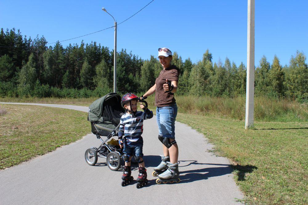 Ловцова Юлия, Ловцов Дмитрий (3,5 года) и в колясочке Ловцов Артём (6 месяцев).