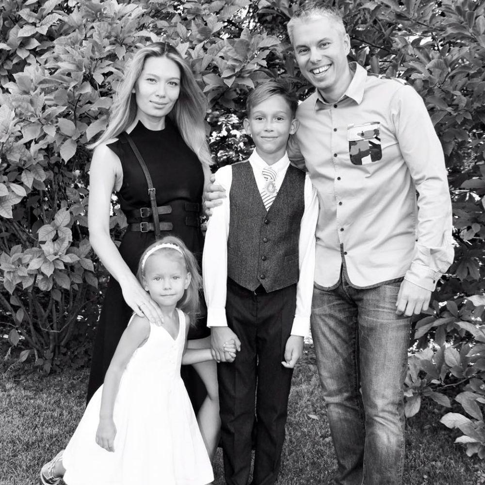 Андрей и Марина Доманские с сыном Артемом и дочкой Кирой